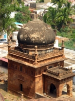 A Tomb, below the South Fort. built in the 17th Century showcasing architecture of Adil Shahi.