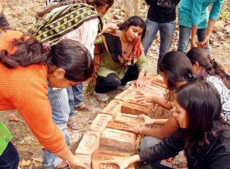 Practical experience at Smt Manoramabai Mundle College of Architecture, Nagpur (Photo courtesy: Prof Ujwala Chakradeo).