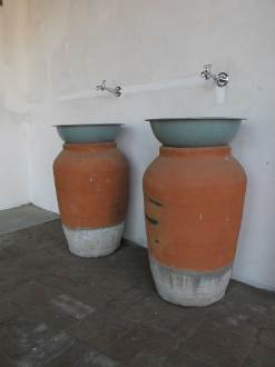 The washbasins were made of terracotta pots and a metal bowl (frequently used by construction workers in India to carry rubble)