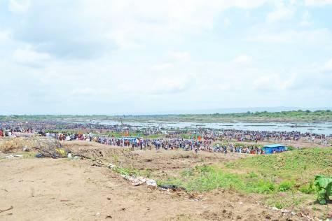 Weekday gathering on the river banks during the Pushkara, Dharmapuri.