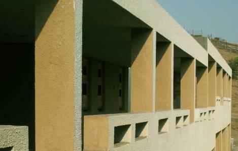 Shifting Corridors : Student Housing