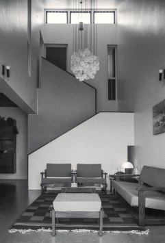 Shyamal Row Houses, Ahmedabad, 1979 : The living room and staircase of the show house