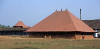 The steep copper roof at Koodalmanikyam Koothambalam at Irinjalakuda, Kerala [Cosmic Dance in Stone by Ramu Katakam, 2017]